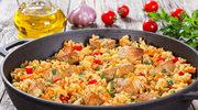 Szybka paella z chorizo i kurczakiem