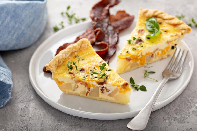 Szybka w przygotowaniu, pożywna tarta z boczkiem i ziemniakami /123RF/PICSEL