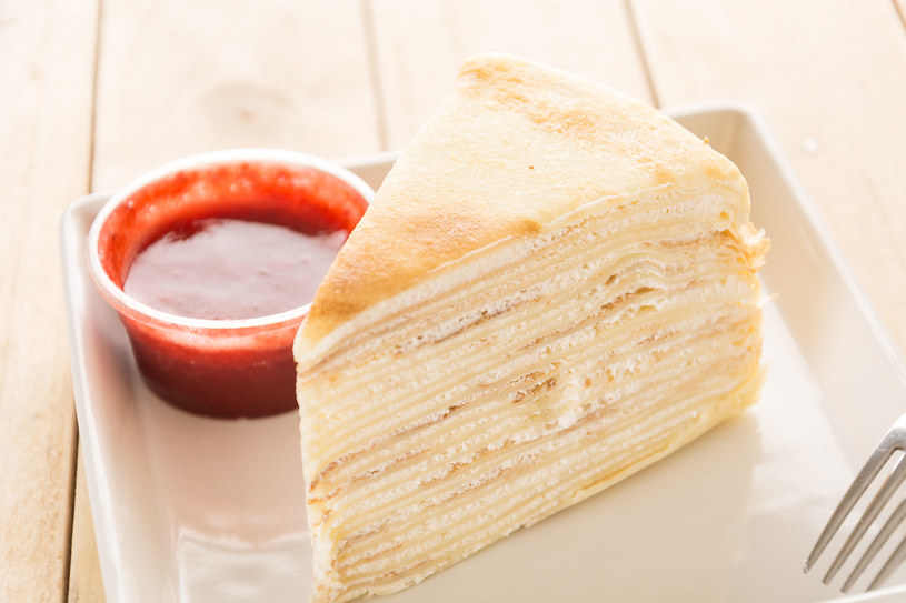 Szybki i tani kokosowy torcik naleśnikowy /123RF/PICSEL