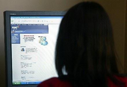 Szybki internet ma być zdaniem rządu sposobem na walkę z kryzysem /AFP