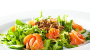 Szybki obiad do pracy: Sałatka z łososiem
