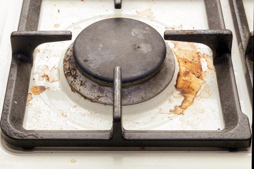 Szybki sposób na czyszczenie kuchenki /123RF/PICSEL