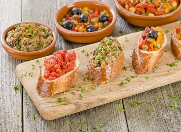 Szybkie kanapeczki - dobrze wyglądają, jeszcze lepiej smakują! /materiały prasowe