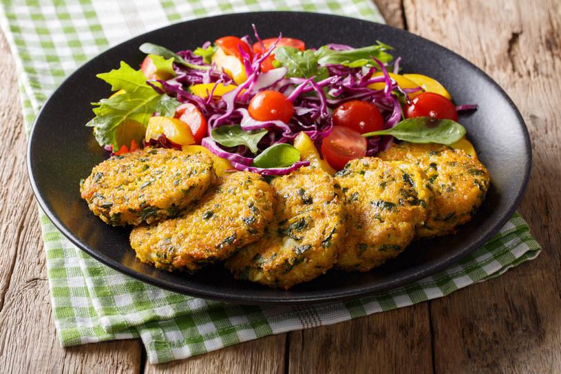Szybkie kotlety warzywne to doskonała alternatywa dla niejedzących mięsa /123RF/PICSEL