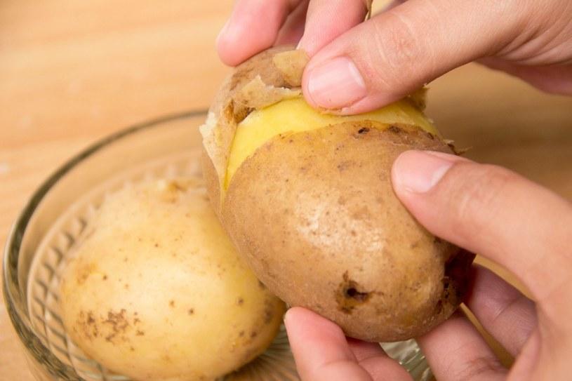 szybkie obieranie ziemniaków /© Photogenica