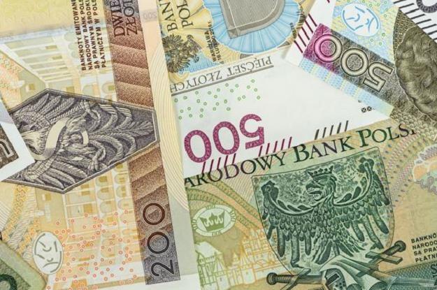 Szybkie pożyczki przez Internet nadal cieszą się popularnością wśród Polaków /©123RF/PICSEL