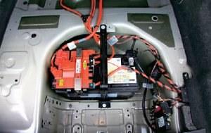 Szybkie rozładowywanie akumulatora: odbiorników prądu jest w F10 kilkadziesiąt. /Motor