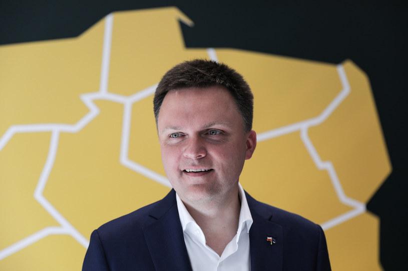 Szymon Hołownia i jego inicjatywa bardziej przypadli do gustu Polakom - wynika z sondażu CBOS /Andrzej Hulimka  /Reporter