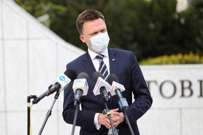 Szymon Hołownia w trakcie briefingu prasowego. /Rafał Guz /PAP