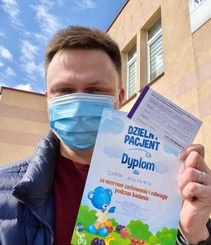 Szymon Hołownia zaszczepiony Pfizerem. 90 km od domu