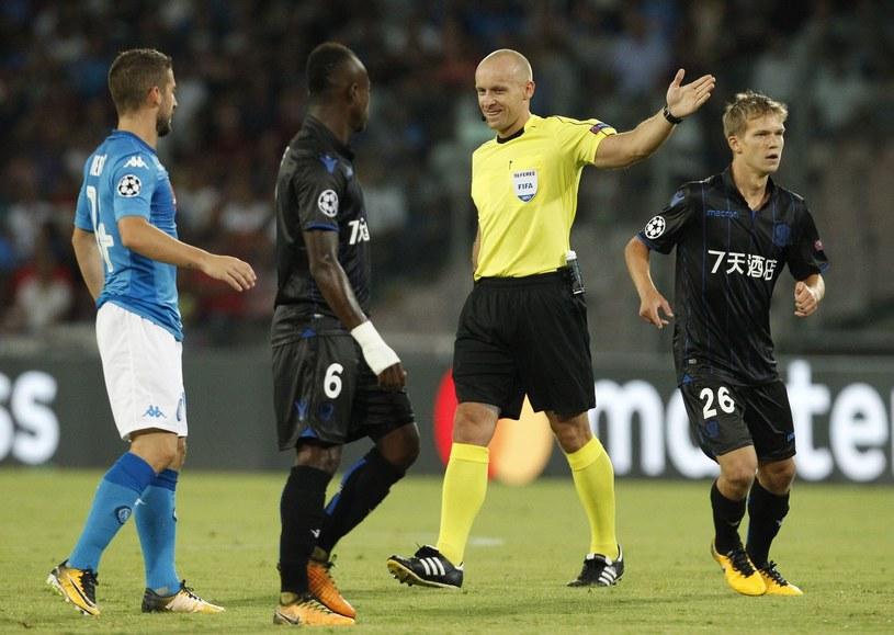 Szymon Marciniak oraz piłkarze Napoli i Nice w eliminacjach Ligi Mistrzów /AFP