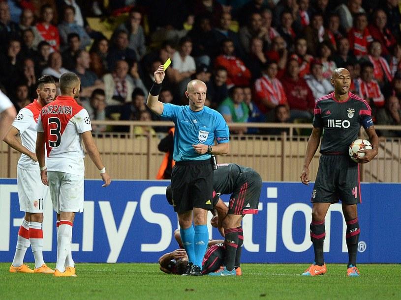 Szymon Marciniak podczas meczu Ligi Mistrzów pomiędzy AS Monaco a Benficą Lizbona /AFP