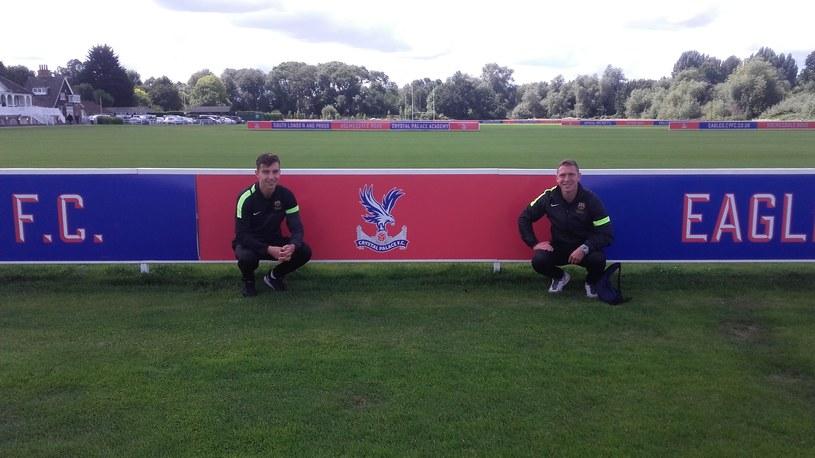 Szymon Matyjasek (z lewej) oraz Mateusz Paturaj (z prawej) na stażu w Crystal Palace /Archiwum prywatne /