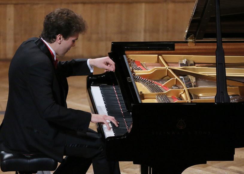 Szymon Nehring w finale Konkursu Chopinowskiego /Radek Pietruszka /PAP