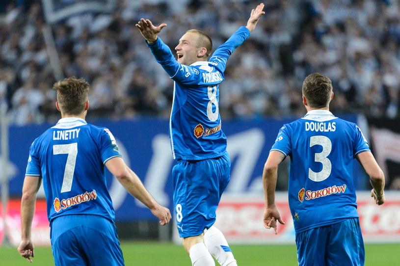 Szymon Pawłowski (w środku) strzelił gola w meczu z Lechią /Fot. Jakub Kaczmarczyk /PAP