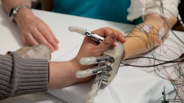 Ta bioniczna ręka naprawdę czuje (Fot. Lifehand2) /materiały prasowe