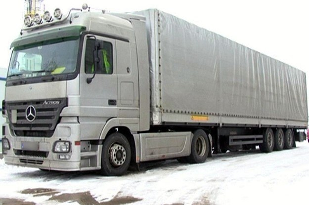 Tą ciężarówką kierował fan polskich komedii /Policja