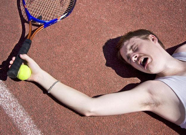Ta dolegliwość dokucza nie tylko grającym w tenisa /© Panthermedia