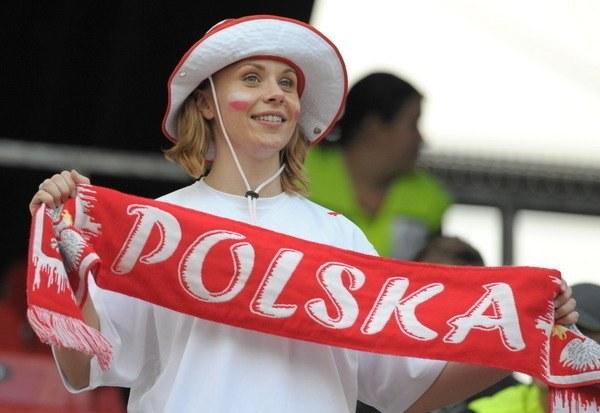 Ta fanka reprezentacji Polski nie chce długo czekać na wiosnę w polskiej piłce. /AFP