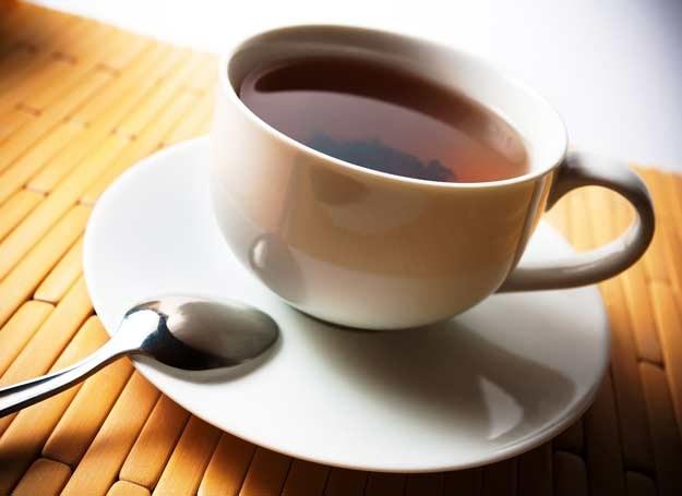 Ta herbatka szybko postawi cię na nogi /123RF/PICSEL