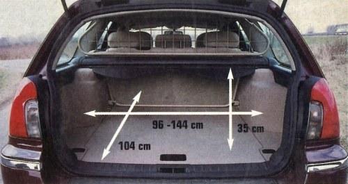Ta przestrzeń bagażowa wydaje się raczej stworzona do przewozu komplety kijów golfowych, niż np. skrzynek z narzędziami. /Motor