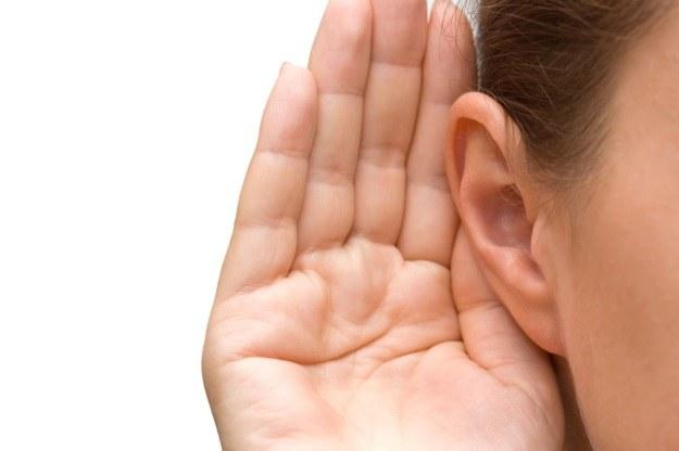 Ta terapia może przywrócić utracony słuch /123RF/PICSEL