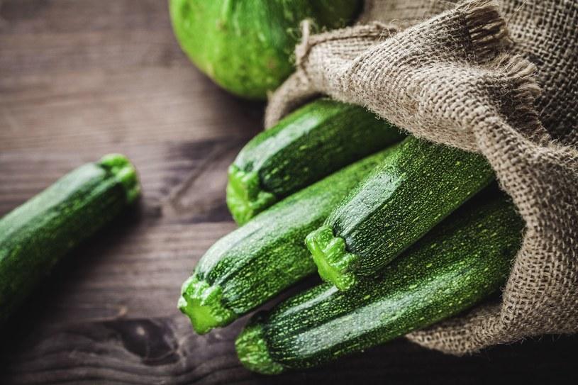 Ta zdrowa, niskokaloryczna zielona pani ma dużo smacznych zastosowań /123RF/PICSEL