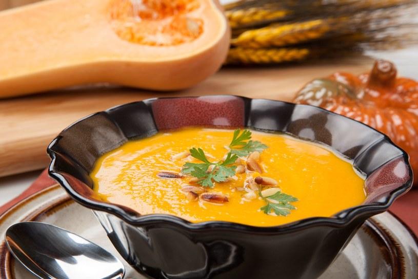 Ta zupa może być z łatwością zrobiona w wersji wegańskiej /123RF/PICSEL