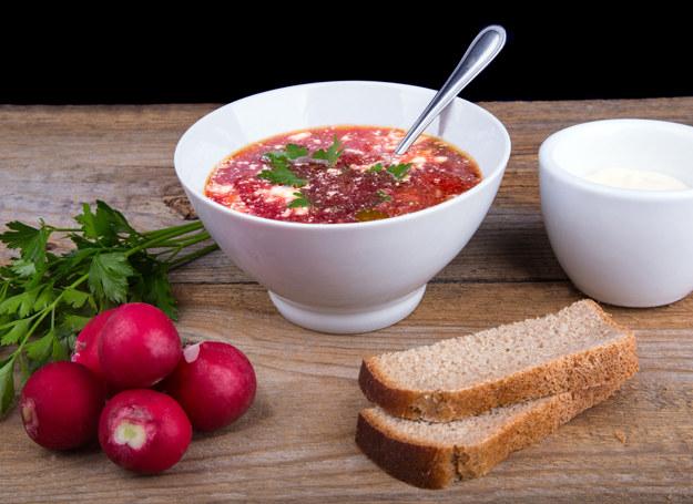 Ta zupa najlepiej smakuje wiosną /123RF/PICSEL