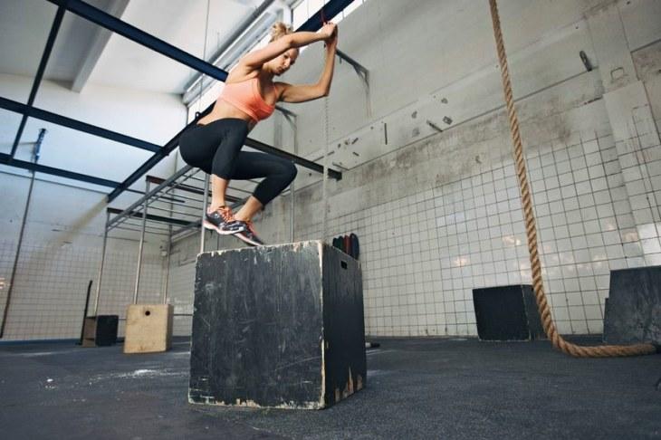 Tabata to pomysł na szybki trening dla każdego. Bez względu na to czy ćwiczysz od lat, czy jesteś zupełnie zielona w tym temacie, szybki aerobowy trening sprawdzi się u ciebie doskonale. /123RF/PICSEL
