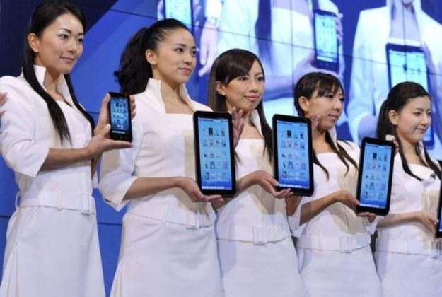 Tablet Sharpa korzystający z systemu Android - następne modele pewnie będą miały Android 3.0 /AFP