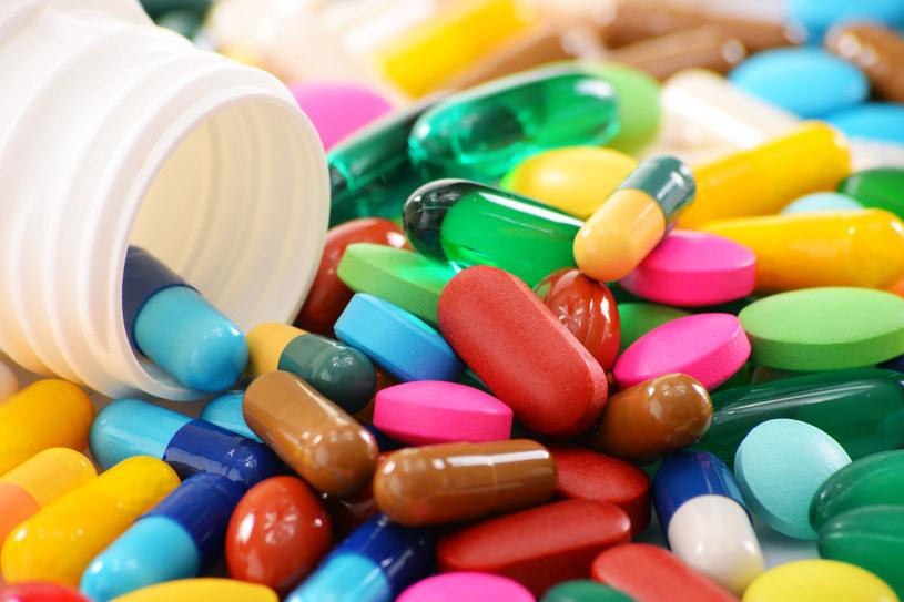 Tabletki będą coraz mniejsze /123RF/PICSEL