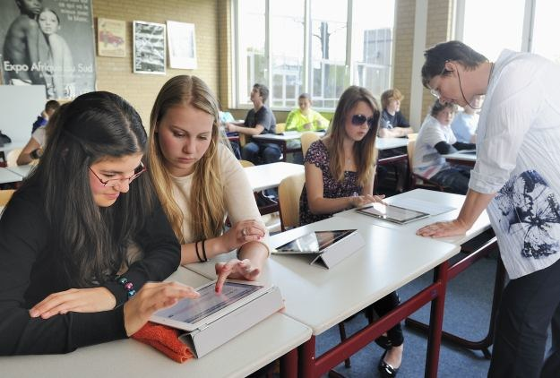 Tablety, podobnie jak smartfony, są szczególnie popularne wśród młodych użytkowników /AFP