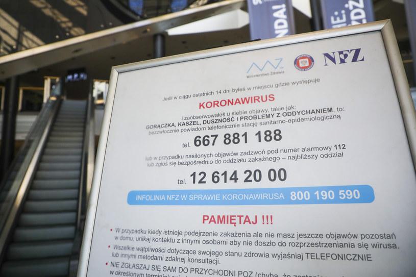 Tablica informacyjna NFZ /Beata Zawrzel /Reporter