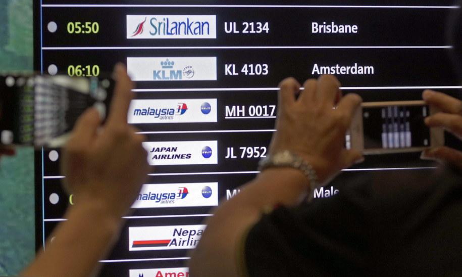 Tablica odlotów na lotnisku w Kuala Lumpur /AHMAD YUSNI /PAP/EPA