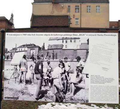 Tablica pamiątkowa na Bulwarze Filadelfijskim - fot. Wojciech Traczyk /Agencja SE/East News