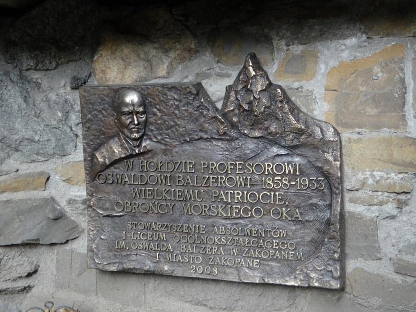 Tablica pamiątkowa ufundowana na cześć prof. Oswalda Balzera /Wikimedia Commons /domena publiczna