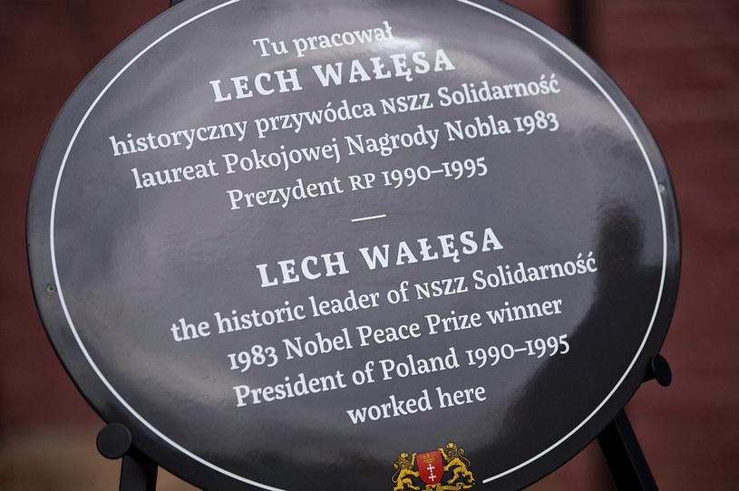 Tablica poświęcona Lechowi Wałęsie /Adam Warżawa /PAP
