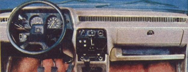 Tablica przyrządów miss Europy. Jedyne zastrzeżenie to zbyt niskie umieszczenie niektórych przełączników, trudno dostępnych wówczas, gdy jedzie się w pasie bezpieczeństwa. /Motor
