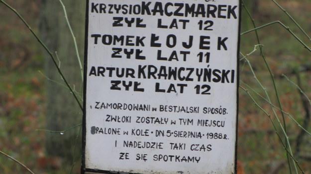 Tablica upamiętniająca 4 chłopców, których zamordował Trynkiewicz /Monika Gosławska /RMF FM