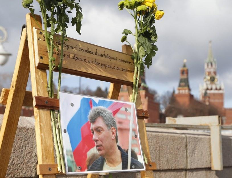Tablica upamiętniająca Borysa Niemcowa /MAXIM SHIPENKOV    /PAP/EPA
