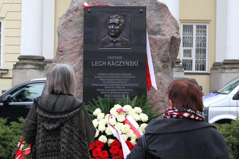 Tablica upamiętniająca Lecha Kaczyńskiego /Stanisław Kowalczuk /East News