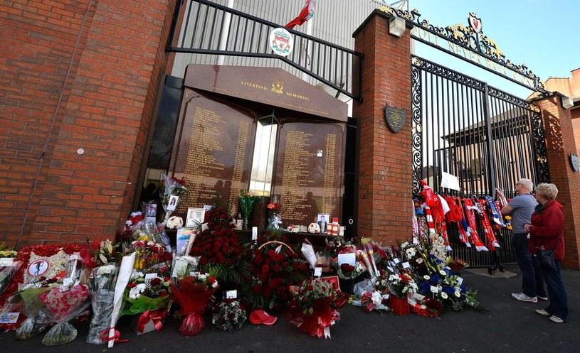 Tablica upamiętniająca ofiary tragedii na Hillsborough /AFP