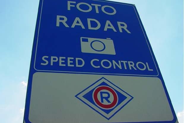 Tablice ostrzegają przed fotoradarami / kliknij /INTERIA.PL