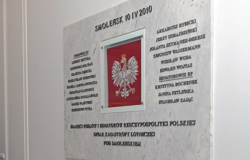 Tablice upamiętniające parlamentarzystów odsłonięte zostały w gmachu Sejmu 20 października 2010 r /Jan Bielecki /East News