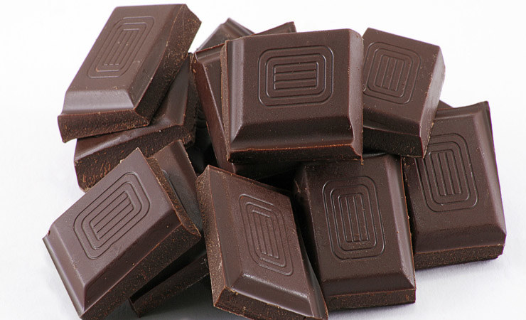 Tabliczka gorzkiej czekolady /© Photogenica