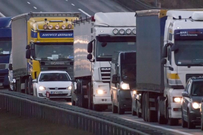 Tachografy montowane są w ciężarówkach i większych samochodach dostawczych /Wojciech Stróżyk /Reporter