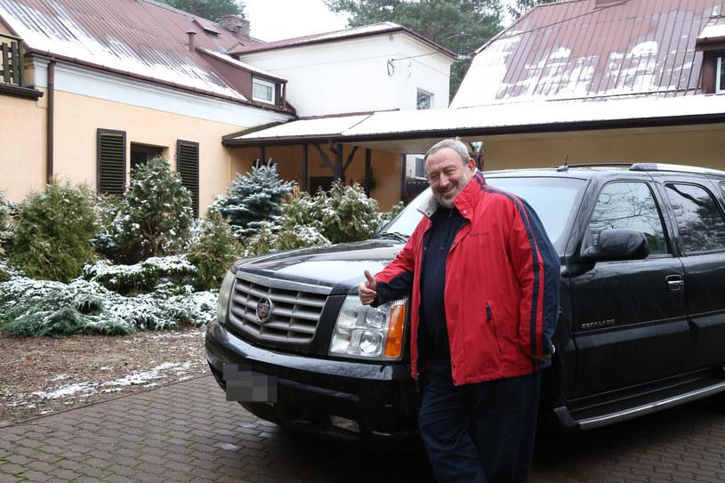 Tadeusz Drozda przed domem w Radości /- /East News