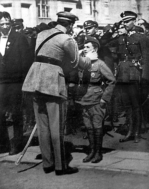 Tadeusz Jeziorowski sfotografowany z Józefem Piłsudskim /IPN