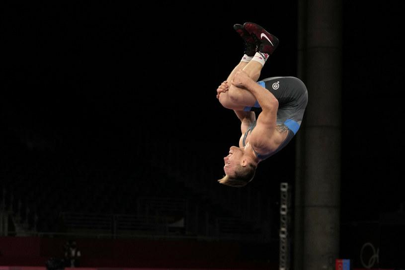 Tadeusz Michalik celebrujący zdobycie złotego medalu na igrzyskach /AP/Associated Press/East News /East News